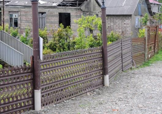 Sandbleche als Gartenzaun - sandlader used as a garden fence